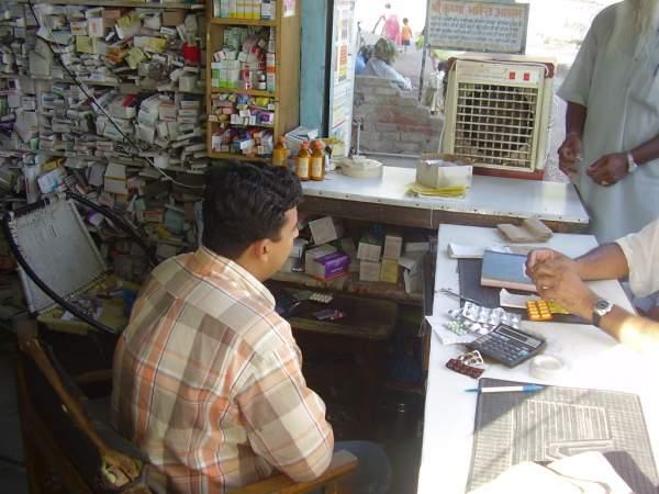 vmp-interior_erilainen_intialainen_apteekki.jpg