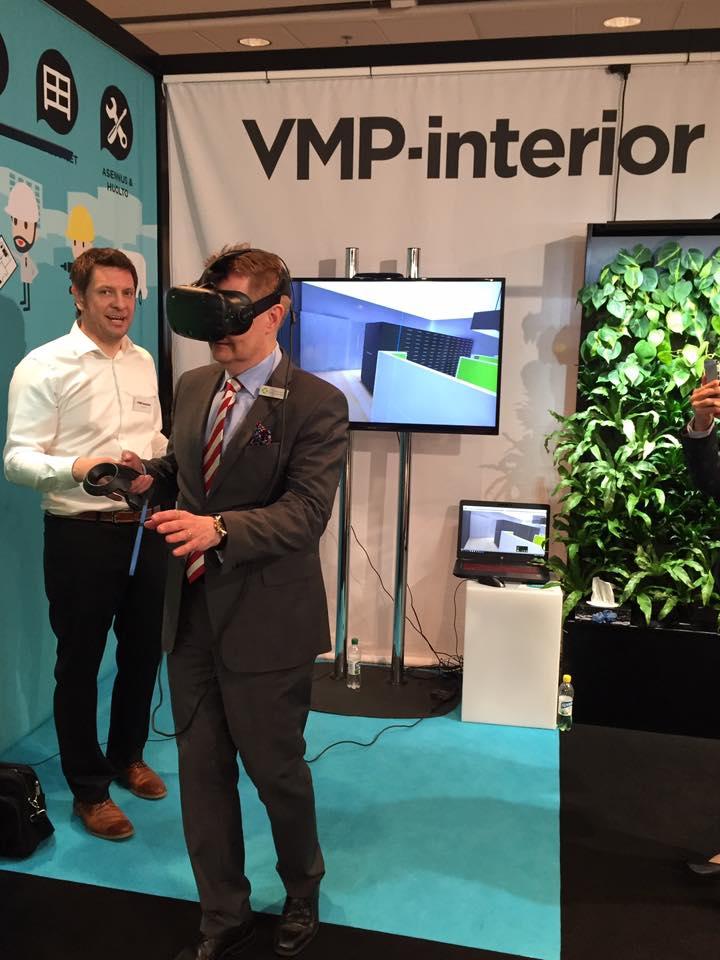 vmp-interiorin_messuosastolla_erkki_kostiainen_testaa_3d-virtuaalimaailmaa.jpg